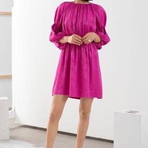 Smuk pink kjole fra & Other Stories. Ny og stadig med tags. Ingen bytte.