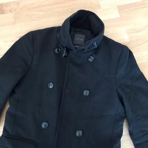 Bomuld og uld frakke fra ZARA. Brugt få gange og sælges som ny. Hurtig handel