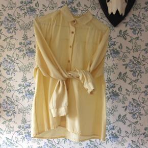 Påskegul skjorte i 100% silke. 🐤