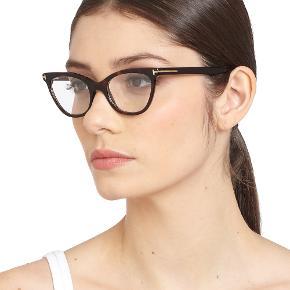 Tom Ford Cateye briller - der er læsebrille glas i - styrke + 1,5. Brillerne kostede 2700 kr. fra ny og glassene 1400 fra ny. Sælges for 700 kr. hvilket er en god pris.  Jeg handler kun via mobilepay.