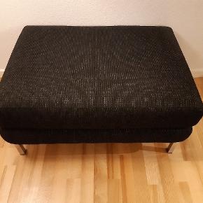Flot puf i textil sort/grå, uden pletter, huller, slid - står i fin stand. Kan afhentes Islands Brygge- se evt også andre af min annoncer