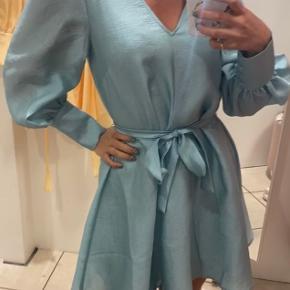 Sælger denne kjole fra Magasin du nord, da jeg ikke får den brugt. Nypris var 499,- og prismærket sidder stadig på!