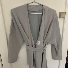 Filippa K kimono, byd