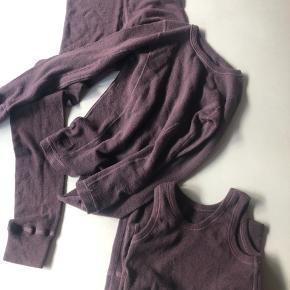 Dilling blommefarvet uld undertøj  Bukser og bluse aldrig brugt kun vasket med uldvask, undetrøjen er stadig meget ny at se på. Str.134/140  Øko merino uld