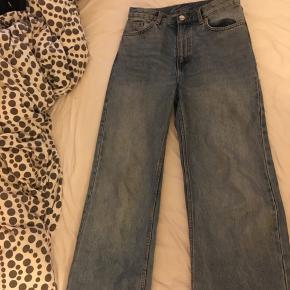 Monki bukser str W28, sælges da de er for store til mig;)) Ny pris var 350;))  BYD;))