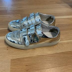 Vold fede sneakers! Ser ud som på billederne🤍