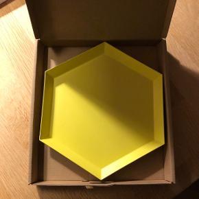 Sælger dette fad fra HAY i gul. Er stort set ikke blevet brugt. Nypris var 149 kr. Byd!!!