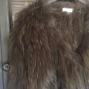 Lækker Meotine pels str m/l  Bytter ikke men frisk på hurtig handel på Mobilepay  Kh Tina