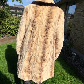 ecd7e9f6 Varetype: Pels Størrelse: 44 Farve: Beige Sælger denne pels for min mor.