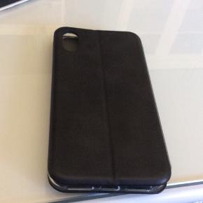 Sprit nyt klap cover til Iphone x/xs Har kvittering ny pris 149kr Sort Ikke ryger hjem Sender gerne hvis du betaler porto :)