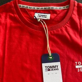 Sælger 2 stk t-shirt. Det er helt nye med prismærke.   Np 300 Mp 185