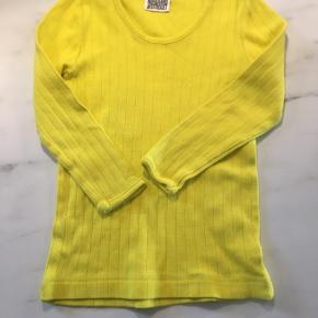 Den klassiske nørgaard bluse i flotteste skrig gule farve. Str 2 - næsten som ny
