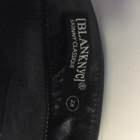 Imiteret læder bukser fra Asos, str. 38, brugt få gange, ingen tegn på slid.  Np: omkring de 300kr Mp: 150kr plus fragt