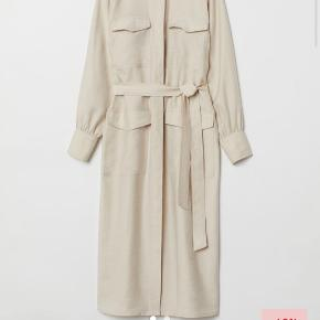 Skjortekjole fra H&M i beige. Har aldrig haft den på :)
