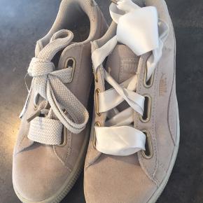 Puma sneakers - brugt få gange - 2 slags snørebånd medfølger (silkebånd og brede snørrer )