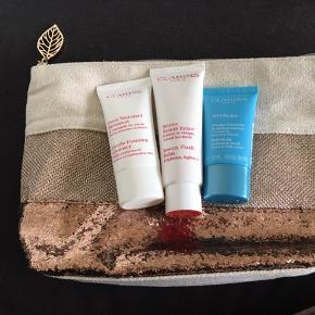 Fin toilettaske med tre produkter: Beauty Flash Balm 50 ml Gentle Foaming Cleanser 30 ml SOS Hydra Mask 15 ml