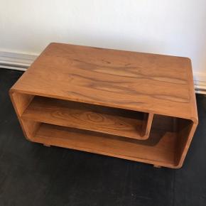 Sofabord i teaktræ Mål: 90 L x 50 D x 45 H cm