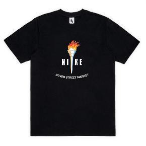 Nike x Dover Street Market t-shirt Størrelse small  Flere billede ved efterspørgsel Sendes fra Aalborg