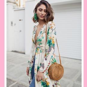 3386356f57d9 Smuk og elegant kimono 🎎💞 Den kan bruges som kjole udover jeans som på  billedet