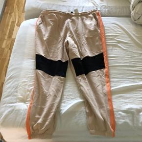 Fede Sweatpants i orange, sort og beige. Super fede at have på.