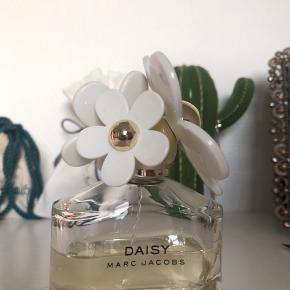 Sælger min dejlige Marc Jacobs parfume, som jeg ikke får brugt. Der er ca. halvdelen tilbage. Fejler intet. Nypris: 580 kr. Mindstepris: 180 kr. eller byd