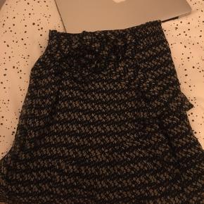 Sælger denne dine nederdel fra Neo Noir. Den fremgår som ny!🌼