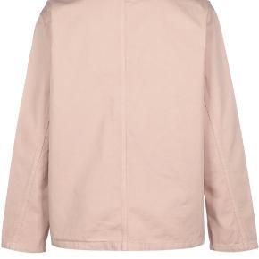 Super cool skjortejakke fra Carhartt indarvet Powdery. Stor i størrelse. Prisen er fast og pp & ts