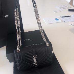 Kan også bruges som skulder taske, da kæden kan fordeles på midten. For flere billeder, se tasken på YSL hjemmeside