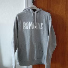 Fra WW Romantic serien, hættetrøje lavet  i ren bomuld. I fin condition. Mp 275