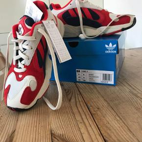 Årets fedeste sneakers fra Adidas sælges pga forkert størrelse.  Jeg bruger normalt 39 men må her have en str 40 så lidt små i størrelsen Køber betaler fragt