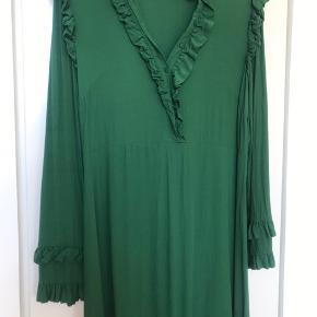 Super fin grøn midi kjole fra Hm Som ny ..skal bare stryges/dampes 😊