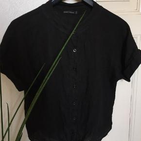 Gennemknappet bindeskjorte med kort ærme fra Black Colour 🖤   Str. S/M.   100% hør