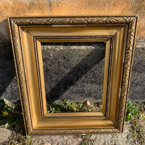 Billederamme i guld 36x42 cm