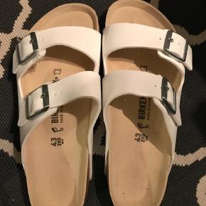 Varetype: Sandaler Farve: Hvid Oprindelig købspris: 700 kr.