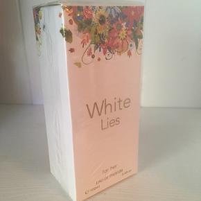 White lies - Parfume Købt i Føtex (mener nyprisen var 50kr) 100 ml Parfumen dufter bl.a af frisk lemon og grapefrugt