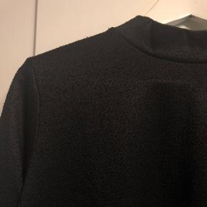 Smuk sort bluse med lange ærmer fra JACQUELINE de YONG i str. M Aldrig brugt  BYD