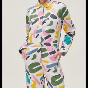Helt ny (med tags) jumpsuit  fra Lazy Oaf i samarbejde med Studio Arhoj. Str 8 (svarer til en s/m)