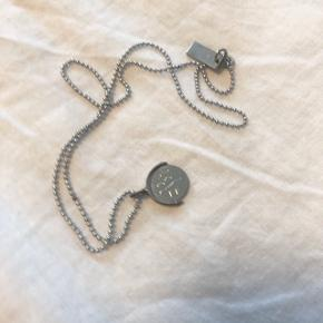 Marc Jacobs I love You Spinner necklace    Hentes på Islands Brygge (kontaktfrit) eller sendes på eget ansvar med PostNord for 10,- 💌