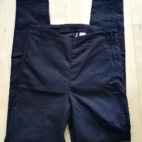 Sorte bukser Jeans med lynlås i siden H&M Divided