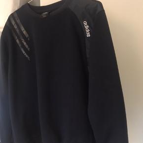 Sweater fra Adidas, købt vintage. Er åben for bud!