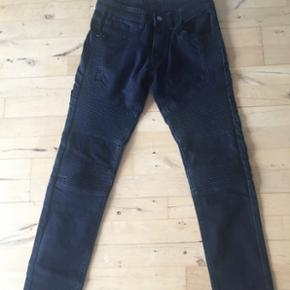 Ripped biker jeans.  God stand.  Str. 29/32 Nypris 450 kr.
