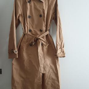 Aldrig brugt trench coat jakke i str. 38