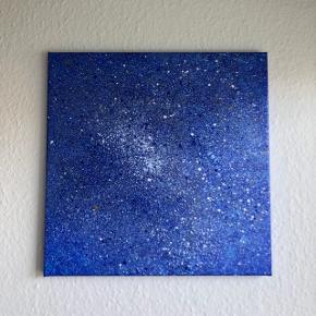 """Sælger dette """"space""""-lignende maleri på lærred i blå. Målene er 40x40. Kan afhentes i Viby J./Aarhus C eller leveres heromkring mod mindre betaling.   Se også mine andre malerier 😊 Kan også males på bestilling."""
