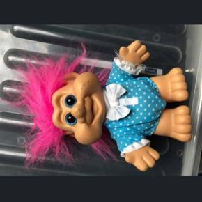 Trold med pink hår, i fin stand fra røgfrit hjem, byd gerne.
