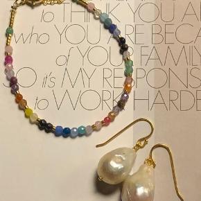 Smuk regnbue armbånd med halvædelsten og jade perler. 🌈   Pris 300.-  Laves som kæde også til 400.-   Køb hele sættet til 600.-   Køber du for over 400.- sender jeg fragtfri 👍🏼