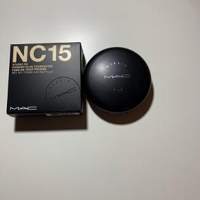 Mac studio fix powder plus foundation i farven nc15, næsten ikke brugt, 170kr inkl fragt