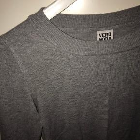 Tætsiddende trøje fra Vero Moda. Brugt en del gange, men fejler intet🌸🌸