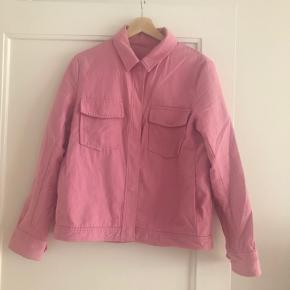 Fin sommerskjorte/jakke fra Samsøe Samsøe.