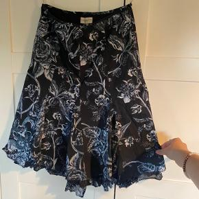 Super skøn nederdel. Kom med bud