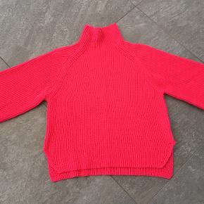 Sød Bitte Kai Rand sweater i 100% bomuld i en skøn fucsia farve, sweateren har 3/4 ærme, købt for lille.